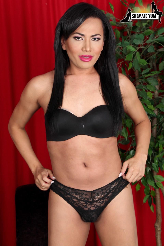 Perfect T-Girl Yadira Cuellar Posing