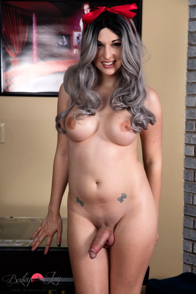 Pretty Gamer Girl Strips & Poses