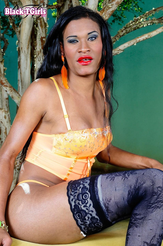 Provocative Brazilian T-Girl Fernanda Victoria