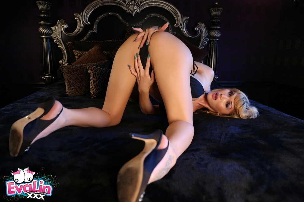 provoking eva shows us her goodies