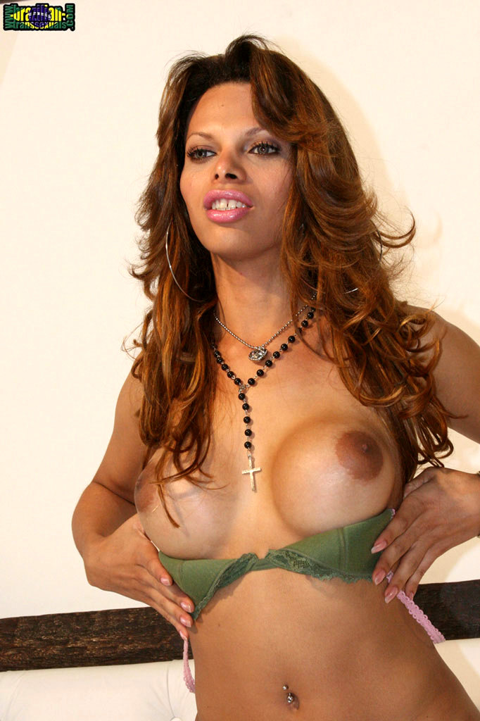 Rafaely Dubenstay Masturbating Her Massive Dick
