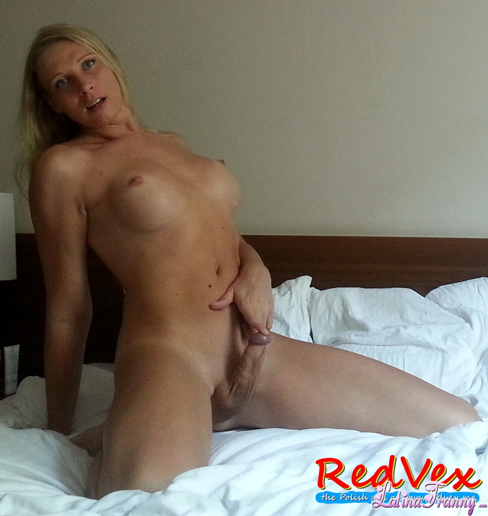 rock rough red vex posing on bed