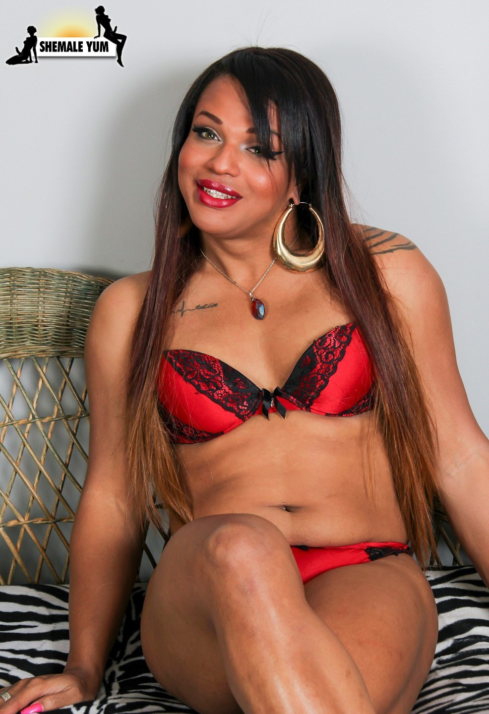 Sacha Provocative T-Girl Babe Posing Naked