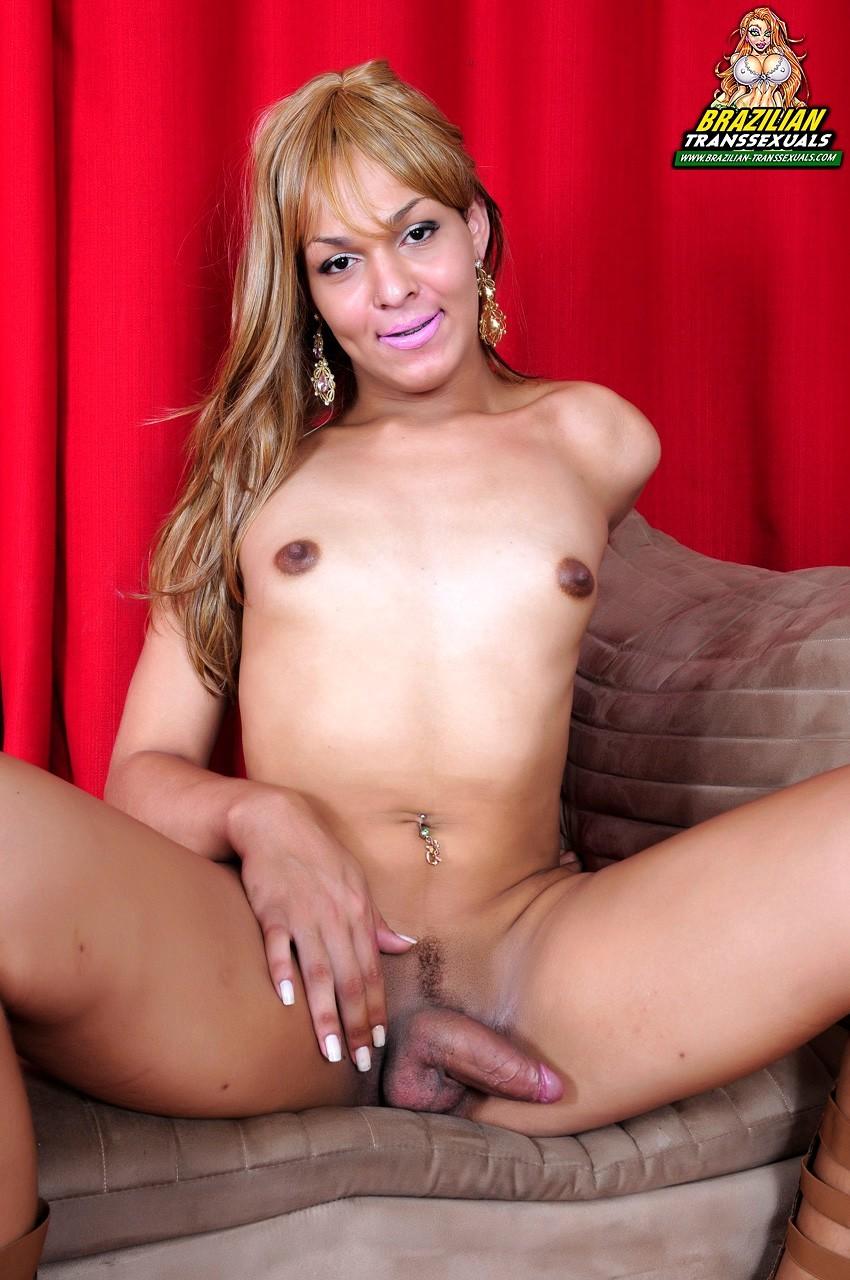 Samira Araujo Exposing Her Sensuous Ts Body