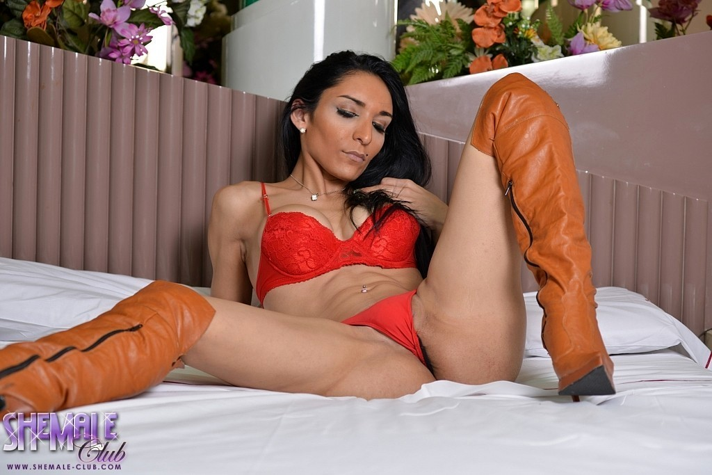 Sensual Femboy Merilyn Jacks Off Her Massive Fat Penis