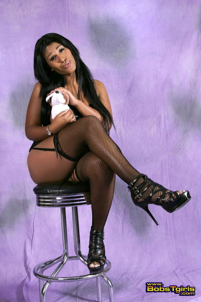 Sexy Miranda Bouvier Toying And Posing
