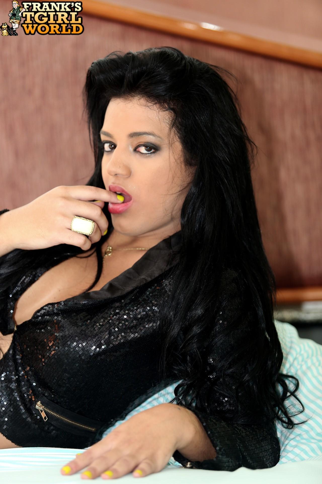 Shyza De Goes Exposing Her Arousing Ladyboy Body