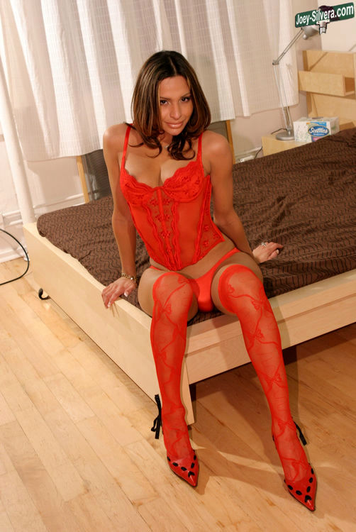 simone suggestive tgirl from new york in red panties