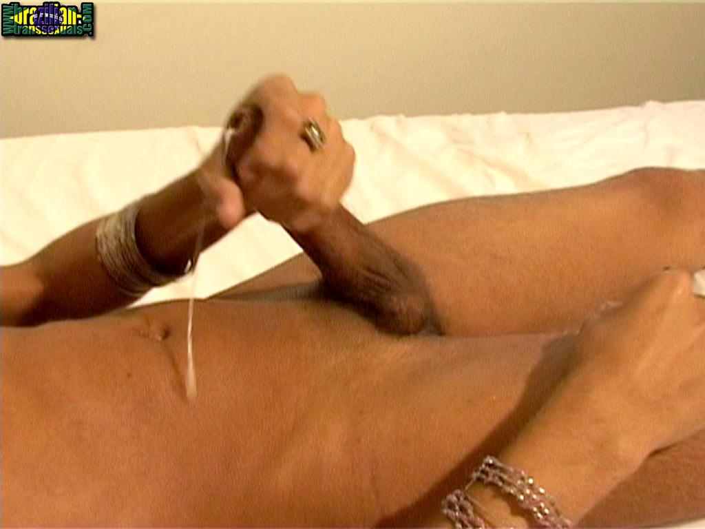 Slender Brazilian Ts Samantha Andriolli Stripping And Cumming