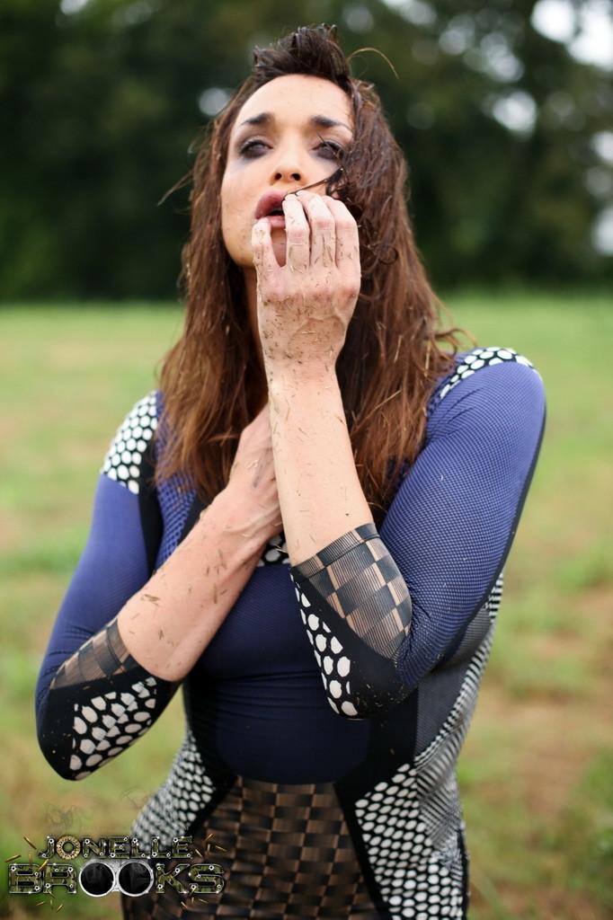 Smoking Flirtatious Jonelle Poses Outdoors
