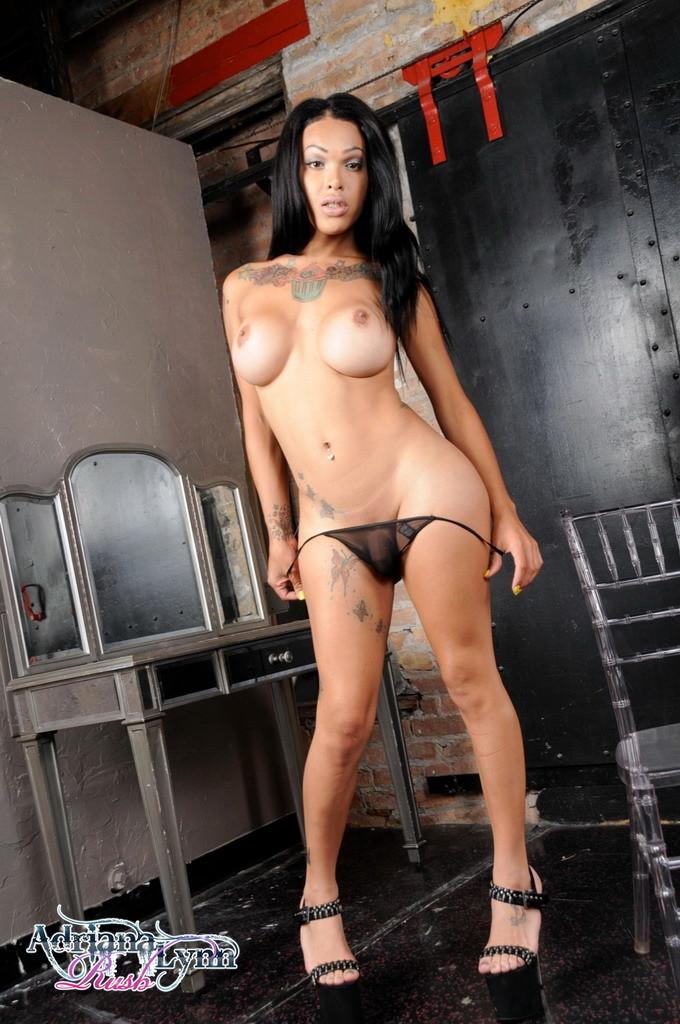 Steamy Adriana Spreads And Rub's