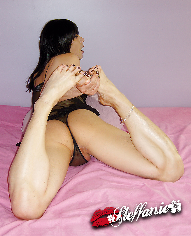 Steffaniels Exposing Her Sensual White Feet