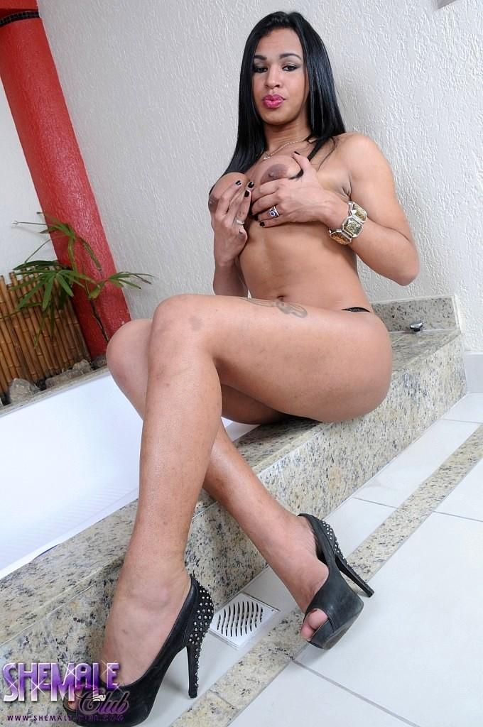 Stunning Lourrany Stroke's Her Massive Penis