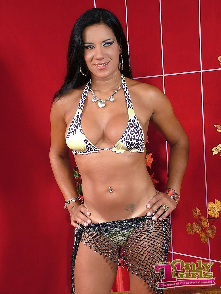 Super Racy T-Girl Aline Ganzarolli