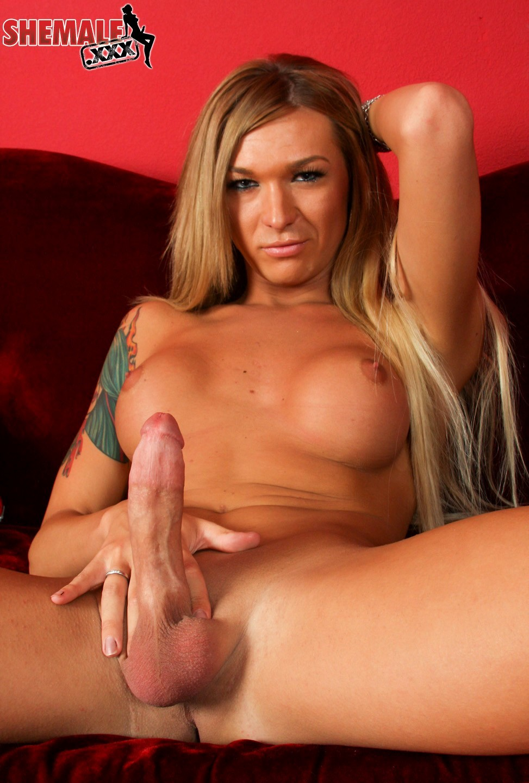 T-Girl Aubrey Kate With Nipple Pasties