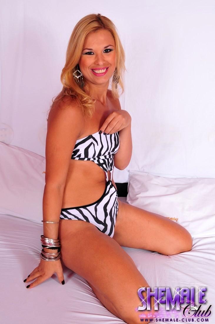 t girl duda tinie in arousing swim suit