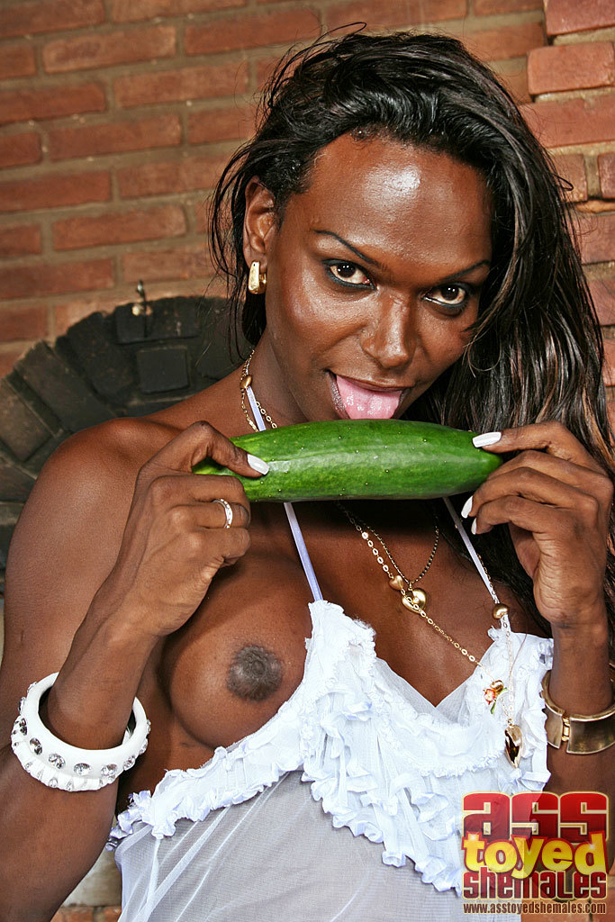 t girl julia anapolis with veggies in her asshole