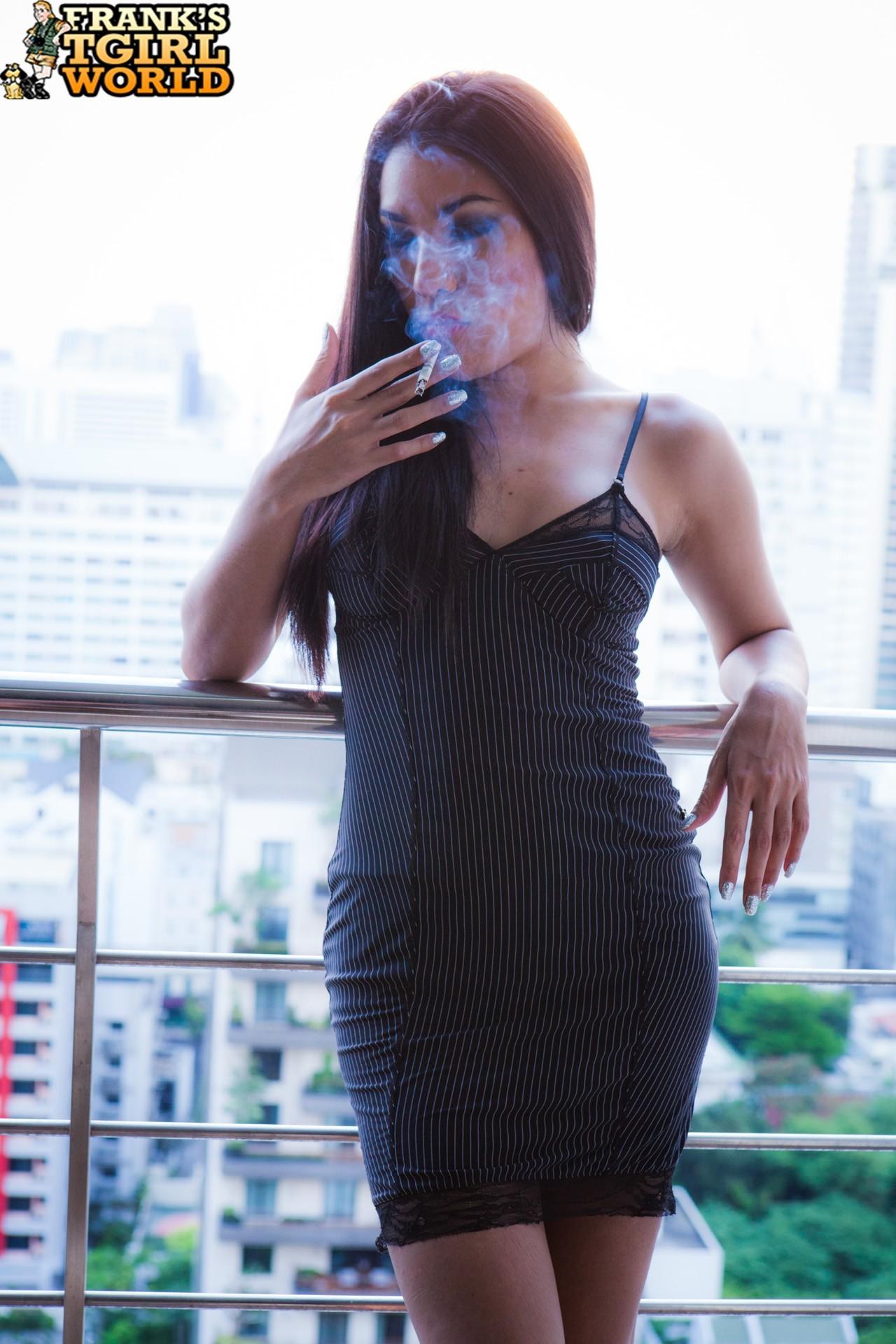 t girl pita smoking and teasing
