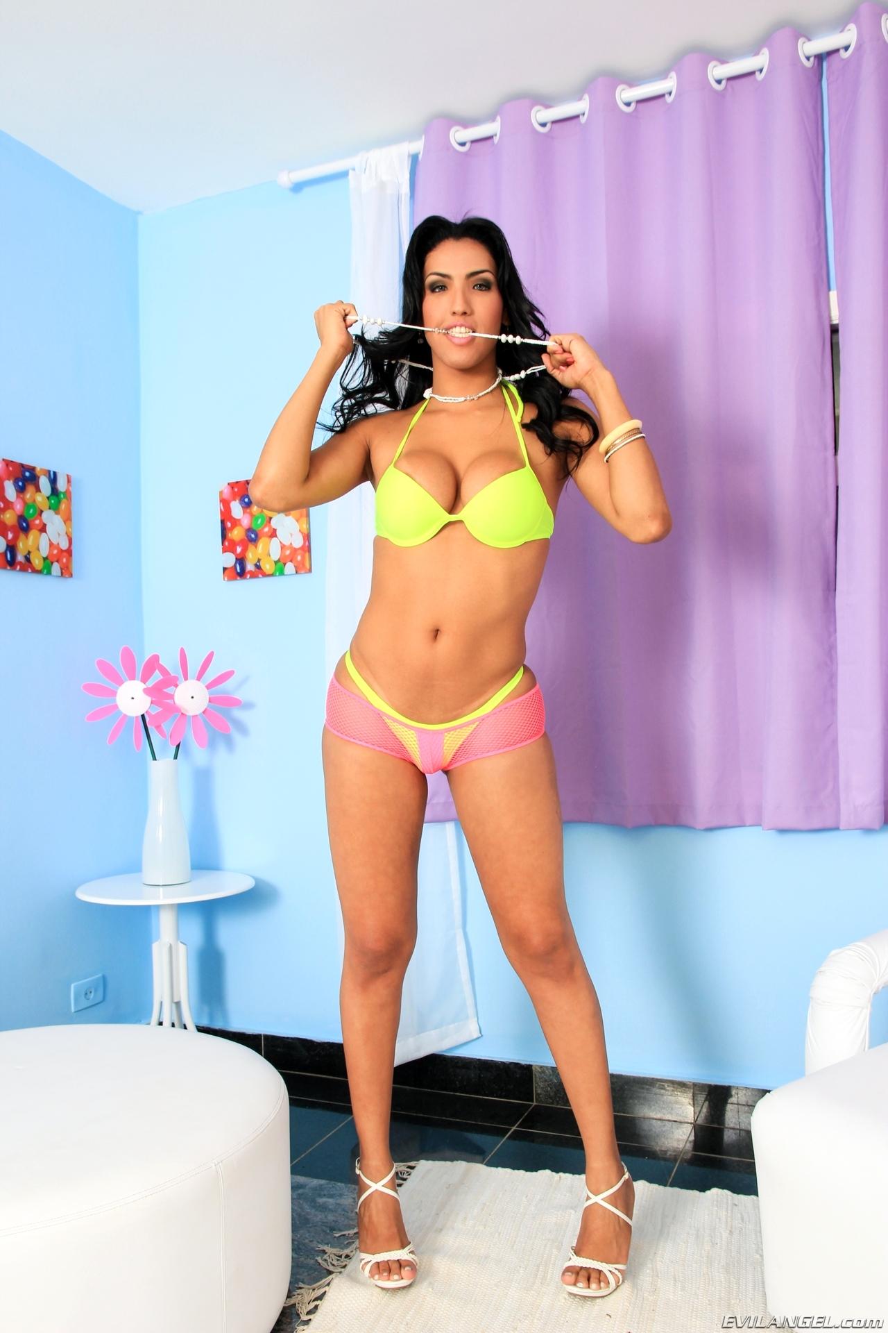 Tamarah Camargo Posing In Swimsuit