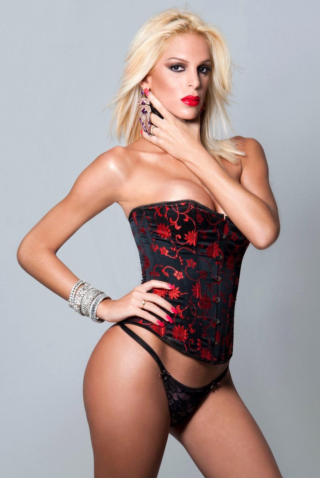 tayra oliveira sensual corset