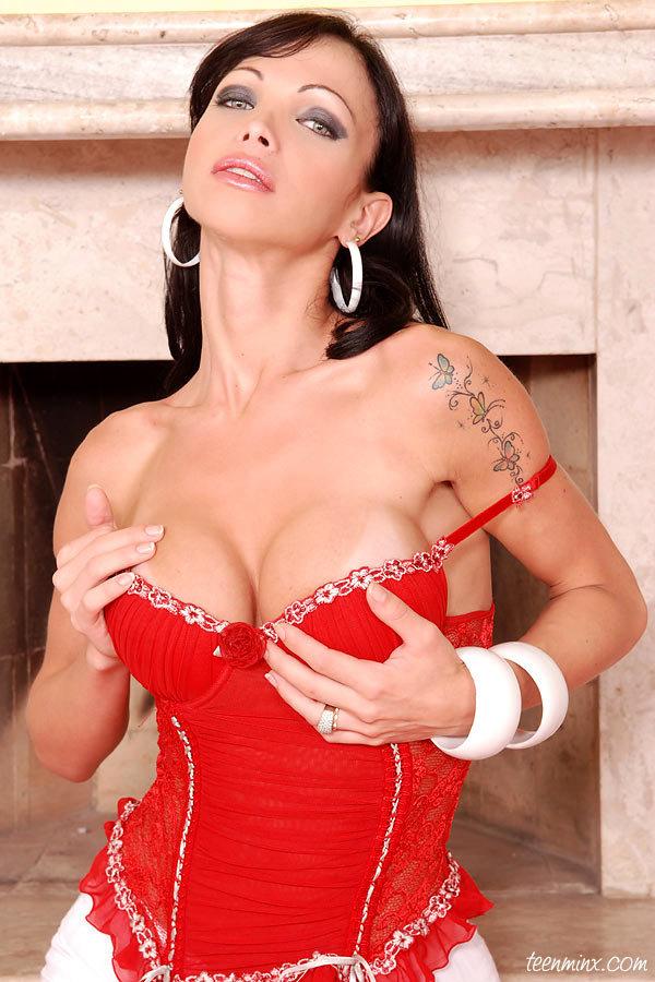 Tgirl Carla Novaes Busty Babe