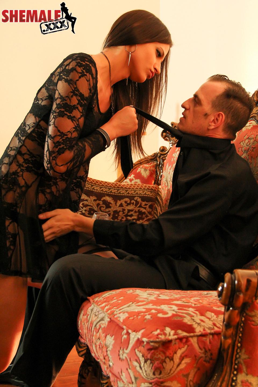 tgirl seduccing her boss