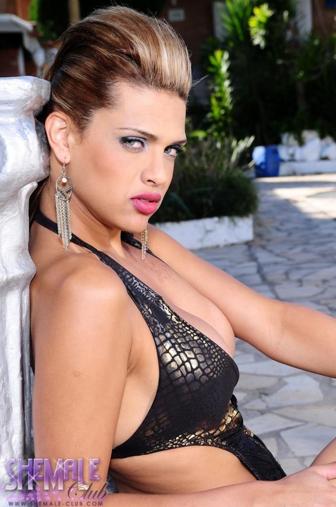 TGirl Thaina Louzada Very Sensuous Babe