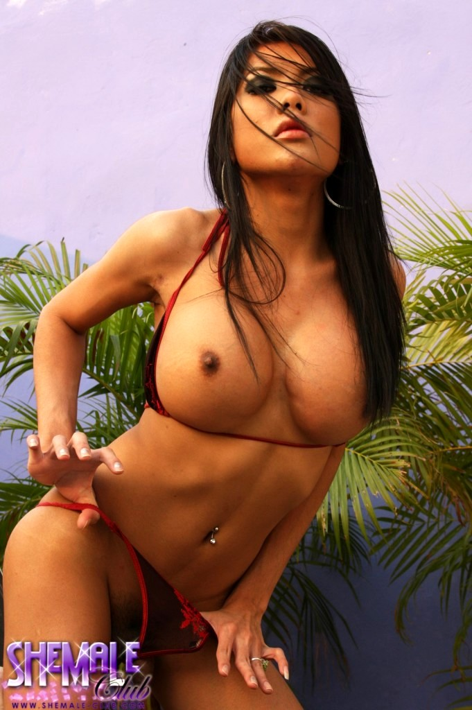 Thai Joy Toying Her Pretty Little Bum
