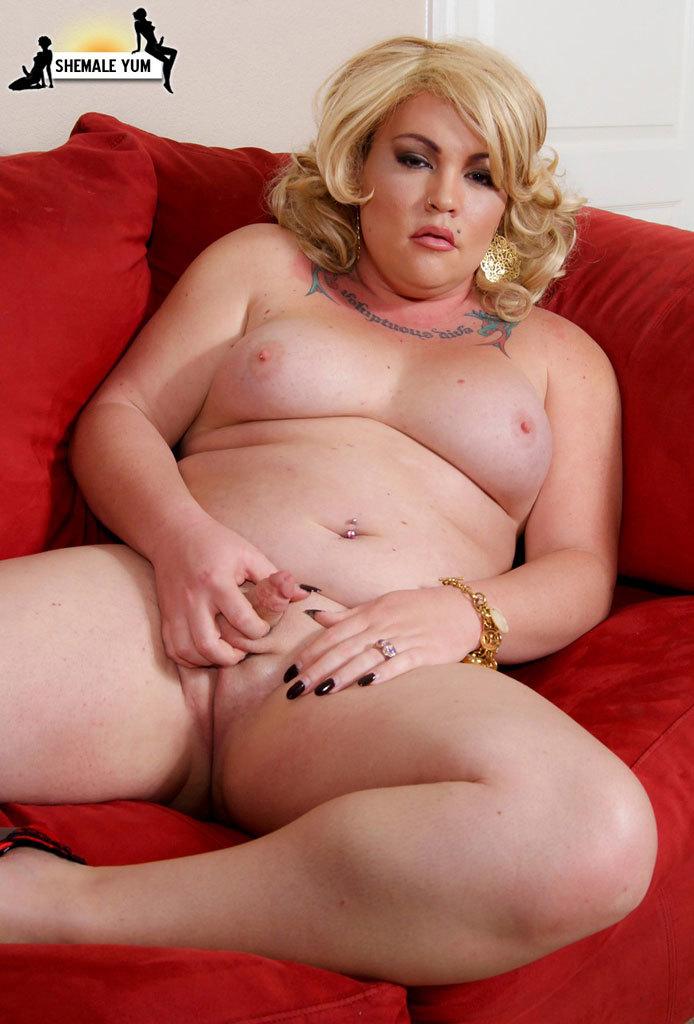 Titillating BBW Blonde Femboy Babe Michelle Austin