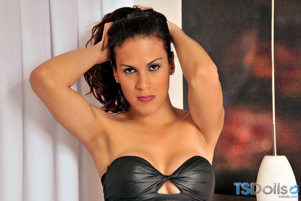 Titillating Scarlat Mendes In Black Skirt