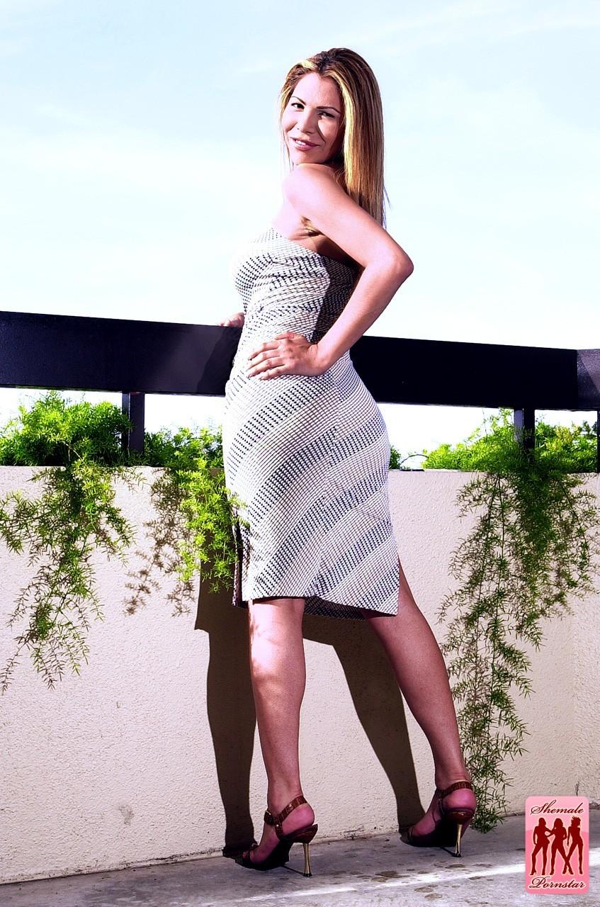 Tranny Jolie Posing On The Balcony