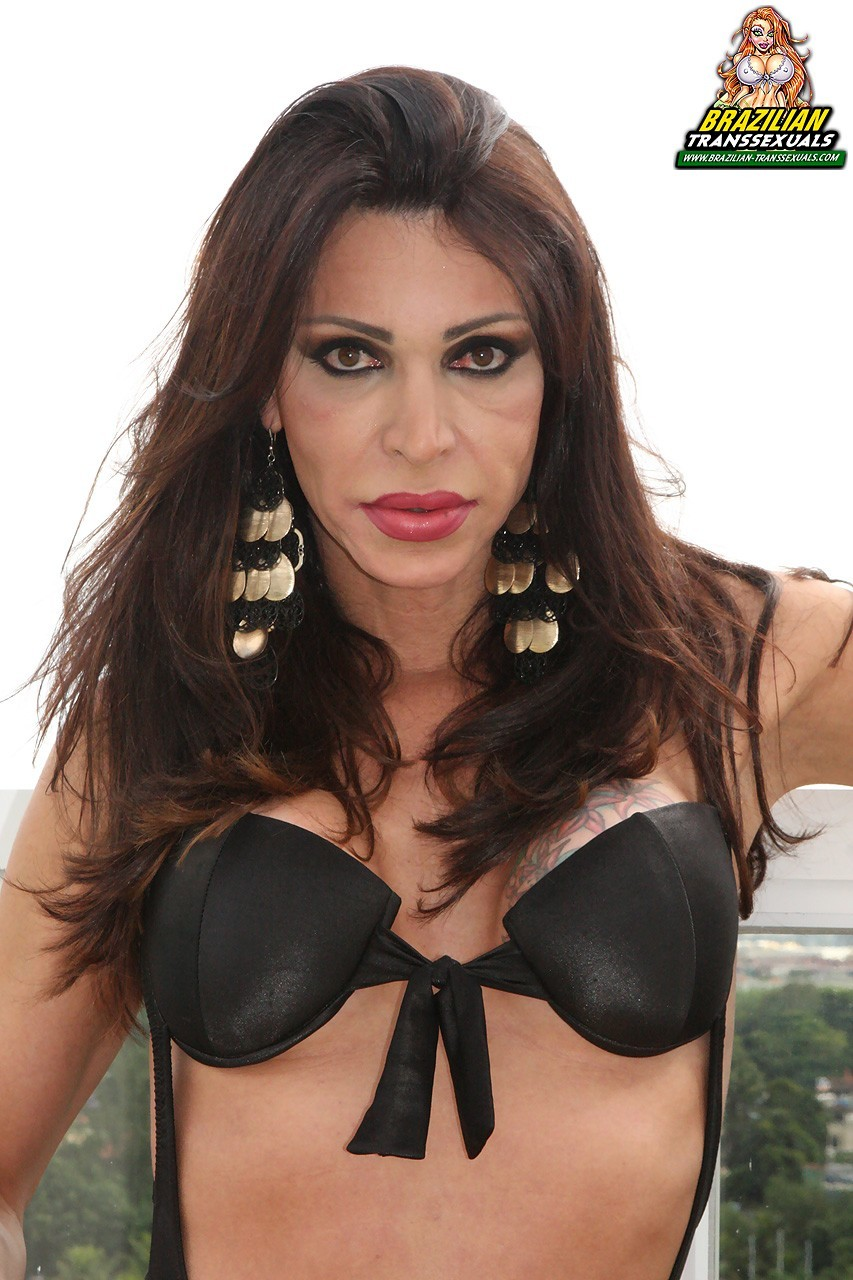 tranny renata bueno in titillating black panties