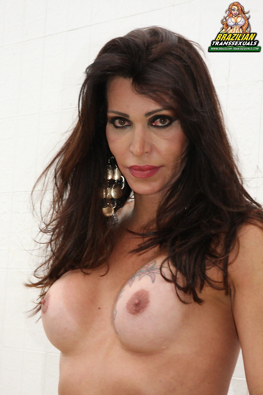 Tranny Renata Bueno In Titillating Black Panties