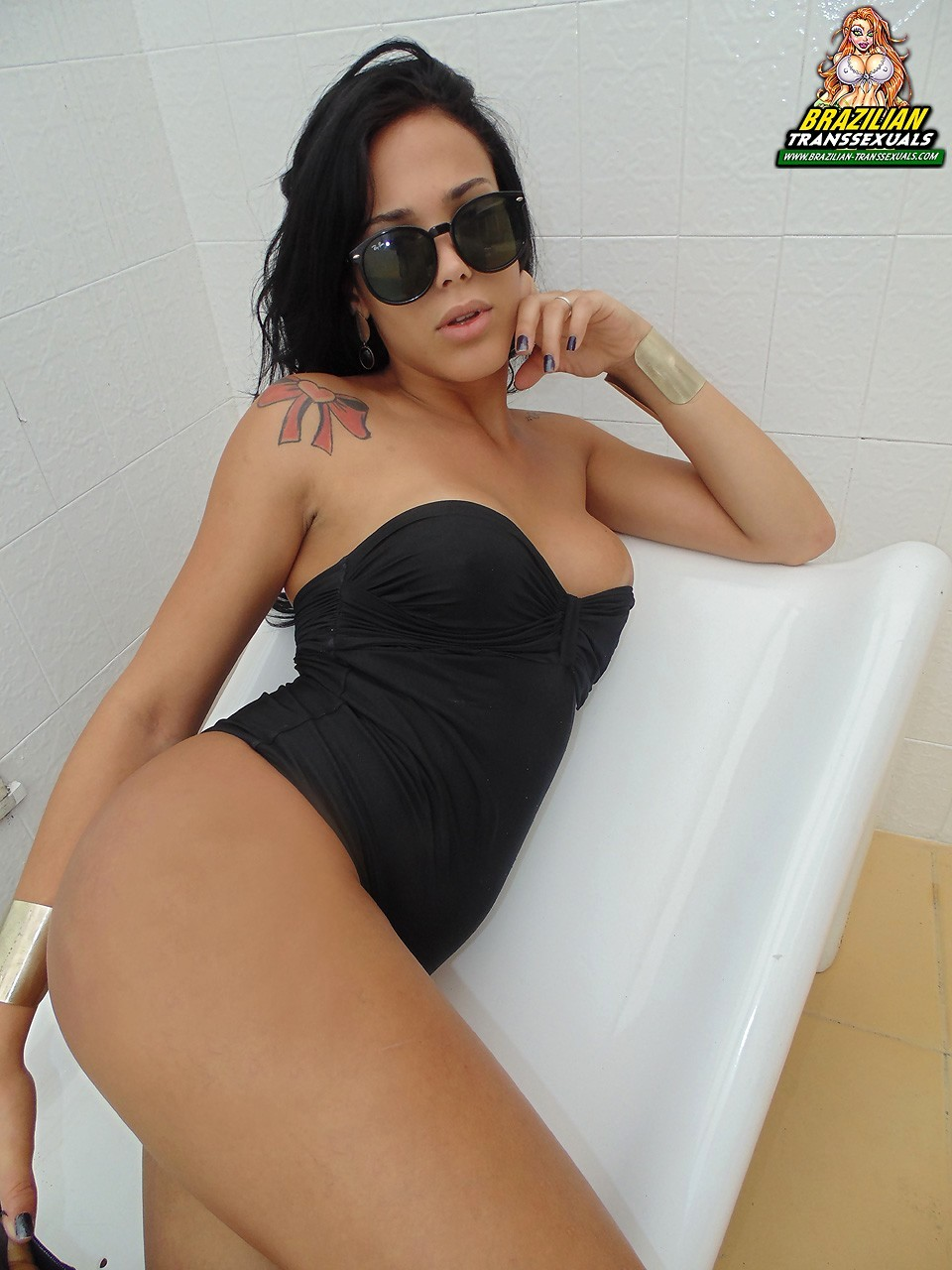 Transexual Juliana Soares Enjoying Herself