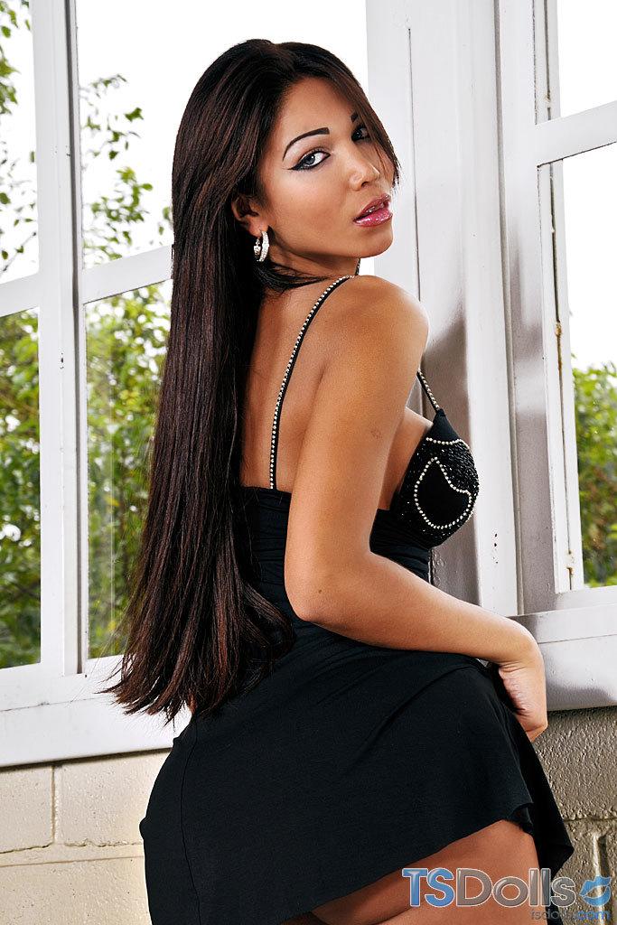 TS Vivian Porto In Inviting Skirt