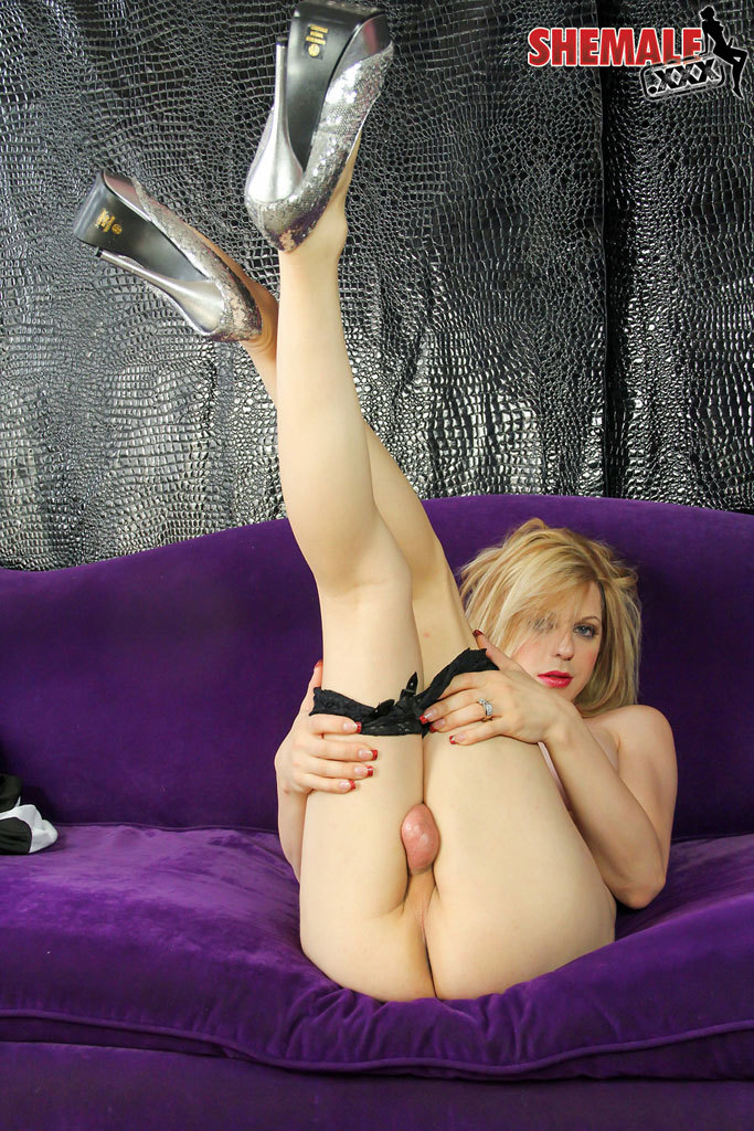 Tyra Scott Suggestive Girl Stroke That Raw Penis