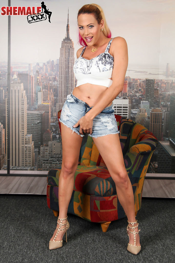 Venus De Cuellar Sensual And Naughty Tgirl