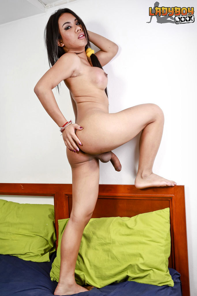 Well Hung Jasmine Toying Her Asshole