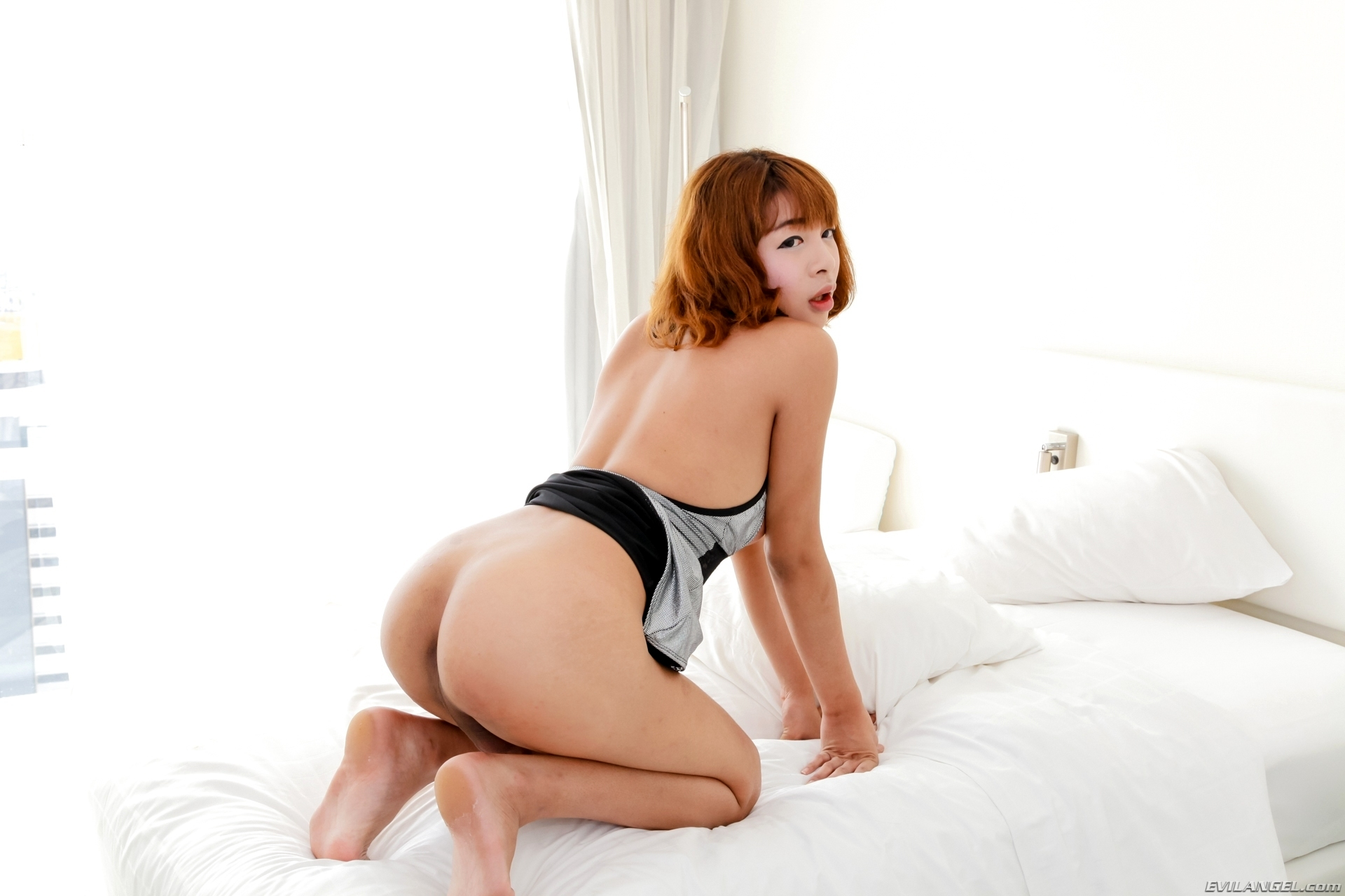 Ya Suggestive Femboy Teasing With Her Naked Body
