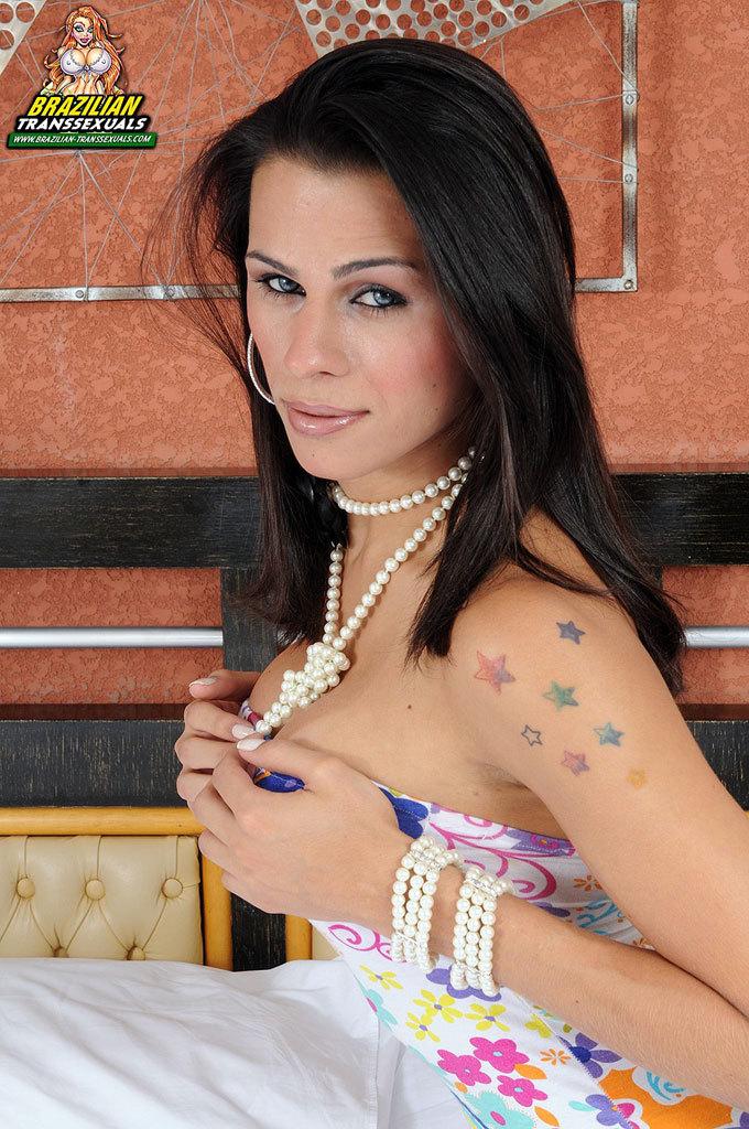 Yasmin Moreninha In Racy Spring Skirt