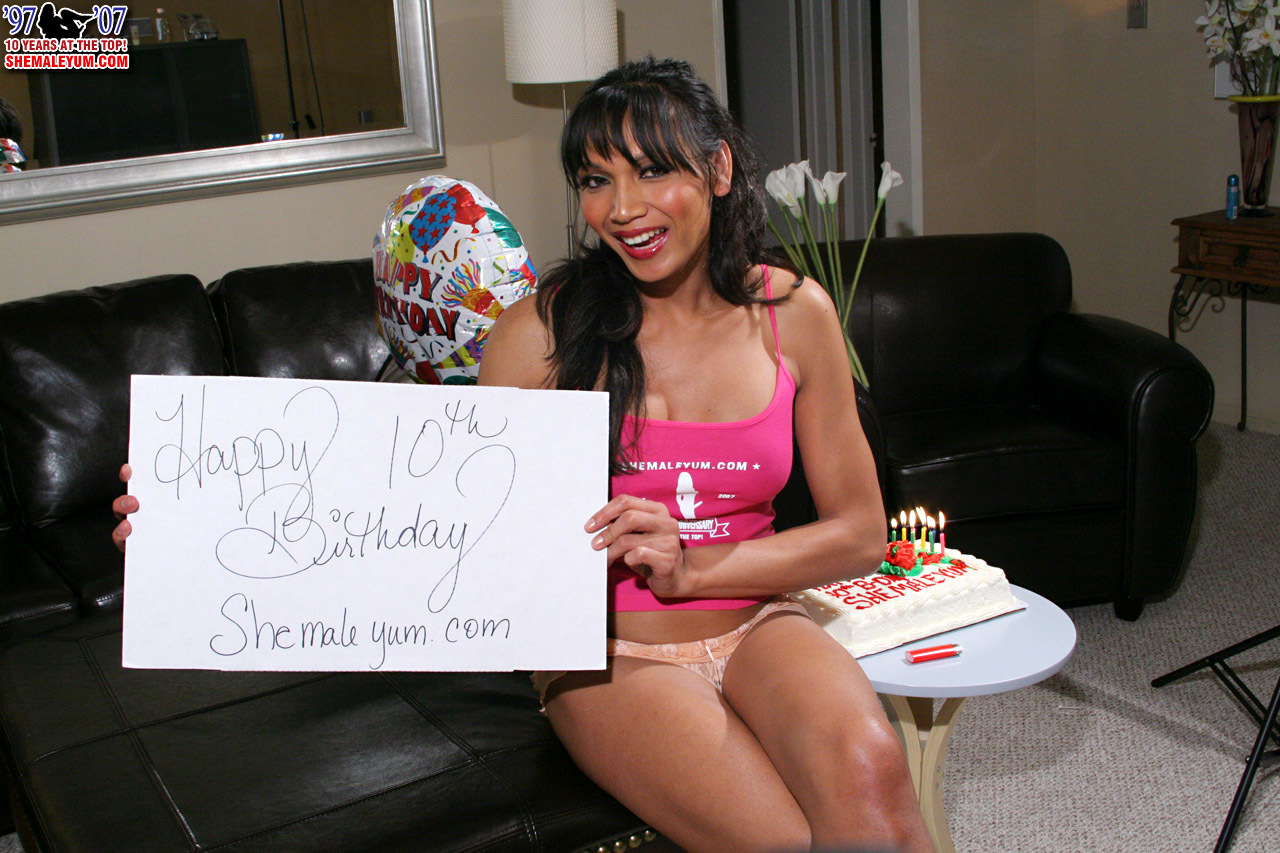 yasmine lee craves her birthday presents