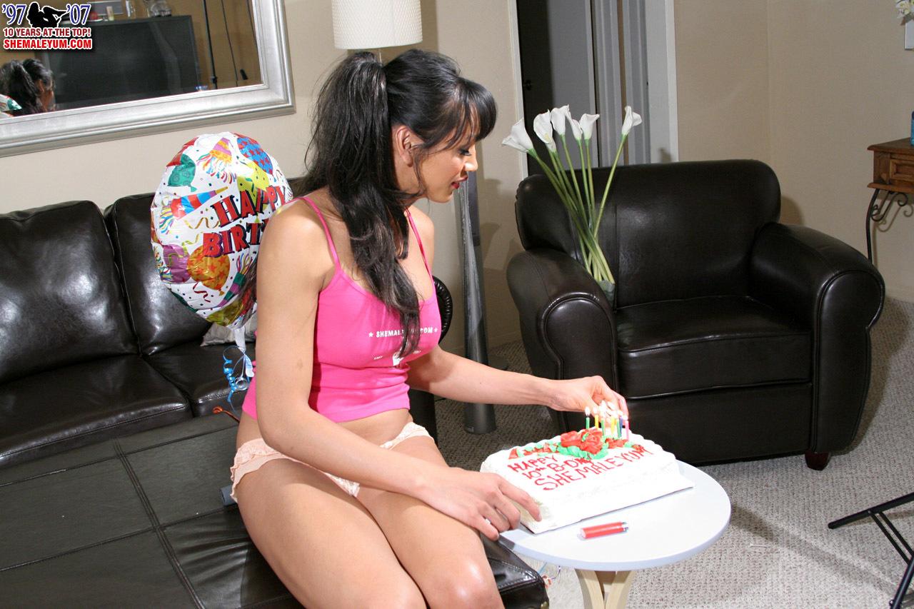 Yasmine Lee Craves Her Birthday Presents