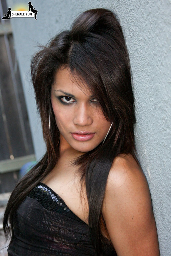 yazlene reyes in black skirt fuckable look