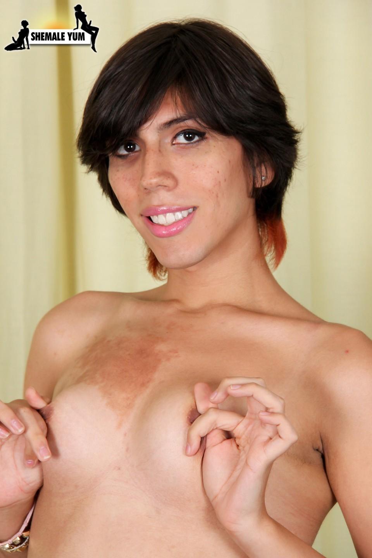 Yummy Cutie Tgirl From Miami Poison Posing