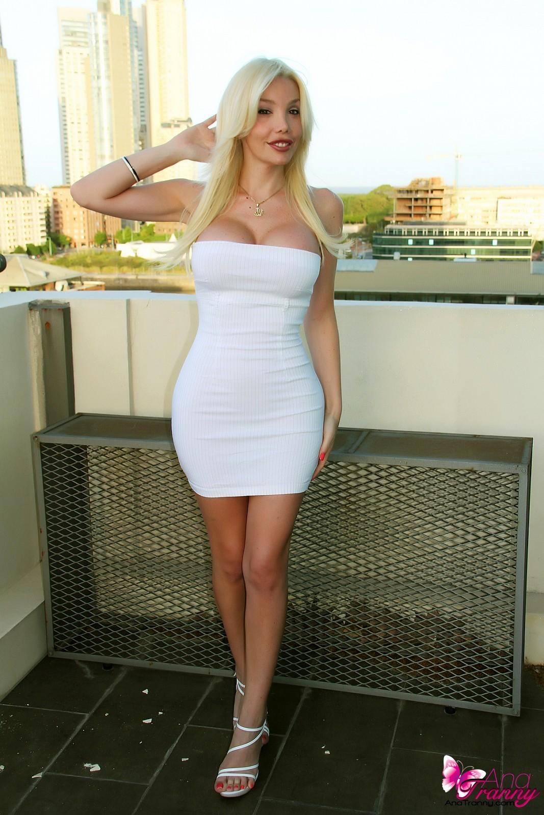 Yummy TGirl Ana Mancini In Fantastic Tight Skirt